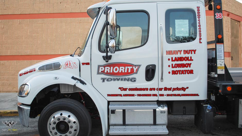 Priority Towing Flat Bed Truck 01 2015 (2 of 5)